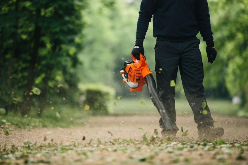 Запрет на воздуходувы для уборки листвы